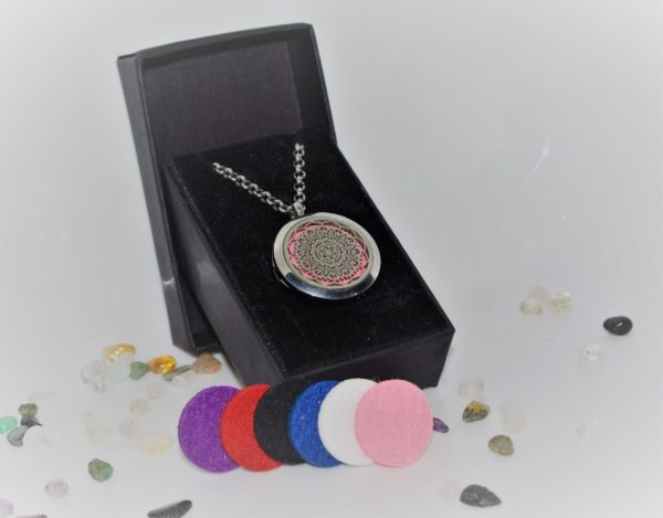 Locket in Black Gift Box with 6 Essential Oil Pads