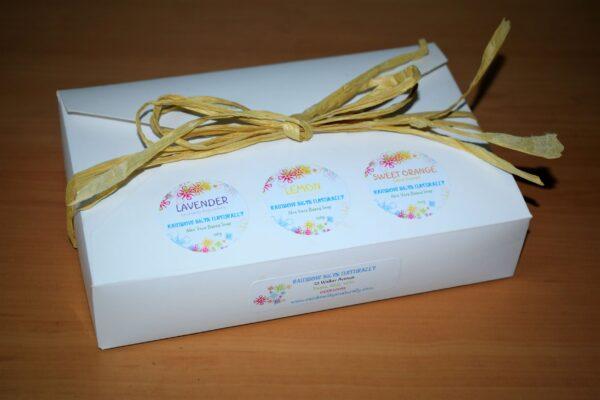 "Gift box of ""lavender, Lemon and Sweet Orange"" soaps"